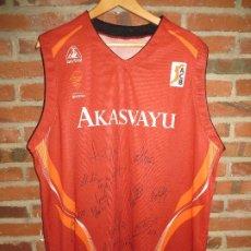Coleccionismo deportivo: CAMISETA BASKET DEL AKASVAYU 2007 GIRONA FIRMADA POR TODA PLANTILLA EQUIPO,GASOL ETC. Lote 236811280