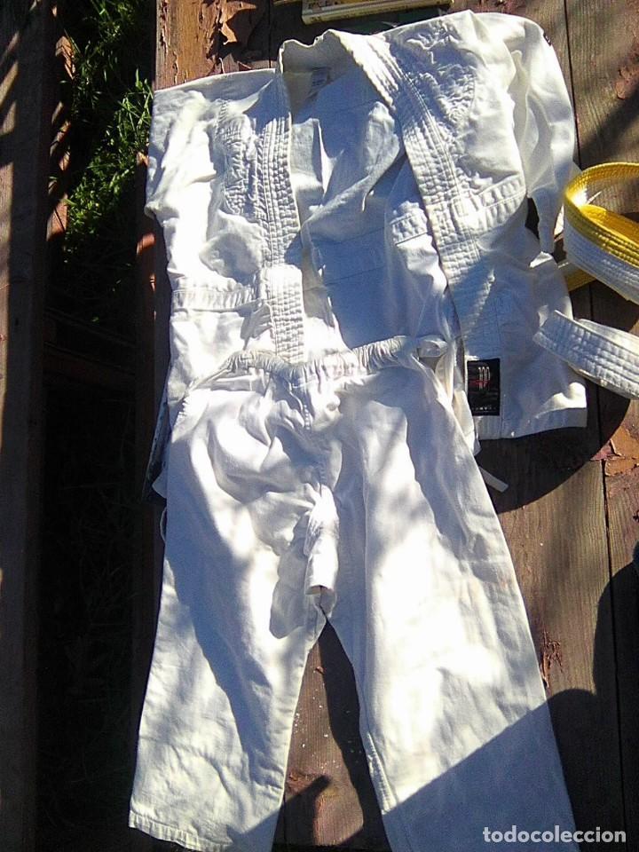 KIMONO KÁRATE NIÑO TALLA 120 CM. CON DOS CINTURONES (Coleccionismo Deportivo - Ropa y Complementos - Camisetas otros Deportes)