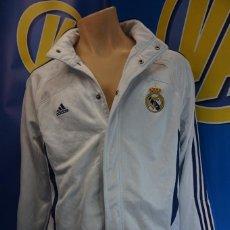 Coleccionismo deportivo: CHAQUETA REAL MADRID C.F. ADIDAS. CORCHETES. TALLA L. BALONCESTO.. Lote 295045978