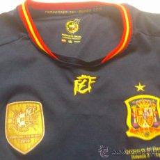 Coleccionismo deportivo: . CAMISETA PRODUCTO OFICIAL SELECCION ESPAÑOLA FUTBOL. TALLA 10. Lote 38985065