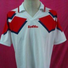 Coleccionismo deportivo: CAMISETA FUTBOL ORIGINAL LOTTO ,, ETIQUETA CALCIO ITALIA. Lote 44367084