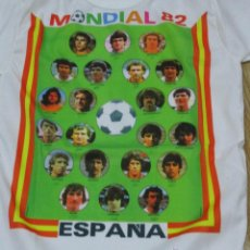 Coleccionismo deportivo: CAMISETA ORIGINAL MUNDIAL FUTBOL ESPAÑA 82 CON LOS FUTBOLISTAS DE LA SELECCIÓN ESPAÑOLA TALLA NIÑO. Lote 48161597