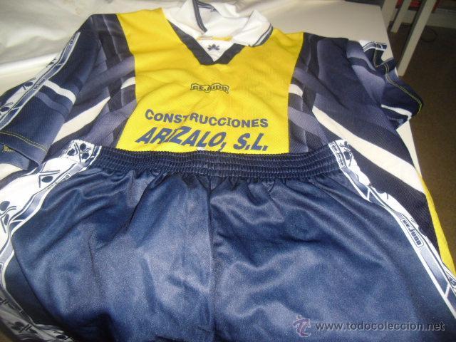 EQUIPACION DE FUTBOL CAMISETA Y PANTALON EQUIPO LOCAL AMARILLA Y PANTALON AZUL CEJUDO 4 (Coleccionismo Deportivo - Ropa y Complementos - Camisetas de Fútbol)