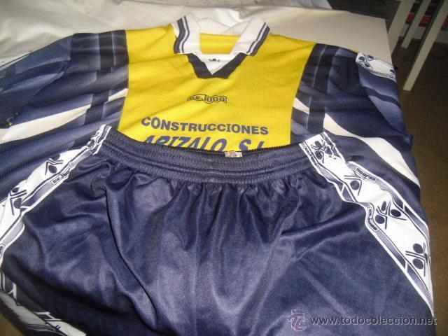 EQUIPACION DE FUTBOL CAMISETA Y PANTALON EQUIPO LOCAL AMARILLA Y PANTALON AZUL CEJUDO 6 (Coleccionismo Deportivo - Ropa y Complementos - Camisetas de Fútbol)
