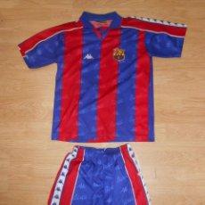 Coleccionismo deportivo: EQUIPACION COMPLETA CAMISETA FUTBOL CLUB BARCELONA. KAPPA. OFICIAL. TALLA PEQUEÑA. TDKDEP9. Lote 57835336
