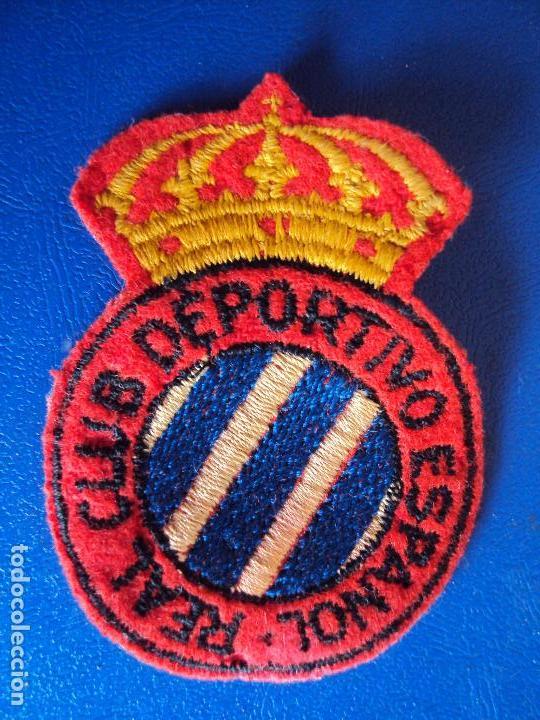 Coleccionismo deportivo: (F-161037)LOTE DE CAMISETA,CALCETINES,BOTAS Y ESCUDO DEL R.C.D.ESPAÑOL,AÑOS 60 - Foto 13 - 63738583