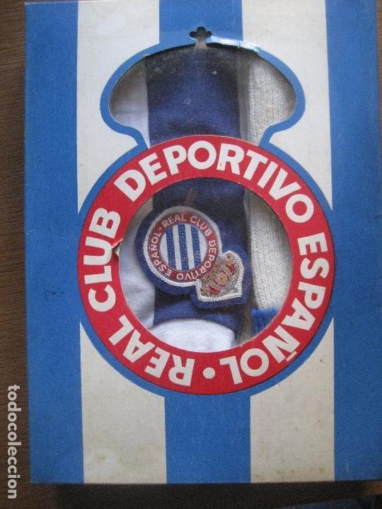 traje Barcelona deportivas