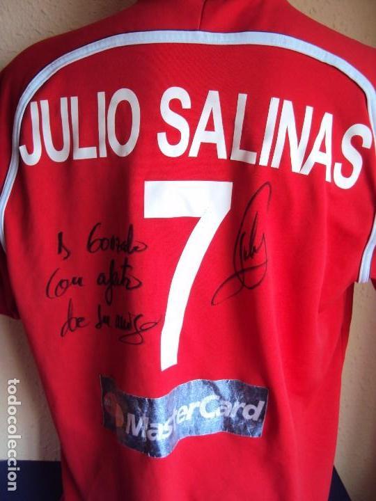 (F-161260)CAMISETA DEDICADA DE JULIO SALINAS , ESPAÑA , FUTBOL PLAYA , MATCH WORN (Coleccionismo Deportivo - Ropa y Complementos - Camisetas de Fútbol)