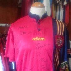 Coleccionismo deportivo: CAMISETA SELECCION ESPAÑA FIRMADA 1996-1998 ADIDAS. Lote 80271753