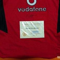 Coleccionismo deportivo: UNICA CAMISETA OFICIAL DEL MANCHESTER UNITED FIRMADA POR DAVID BECKHAM, ORIGINAL CON CERTIFICADO-COA. Lote 86870488
