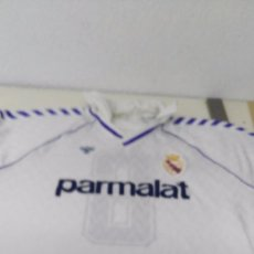 Coleccionismo deportivo: ANTIGUA CAMISETA REAL MADRID PARMALAT HUMMEL. Lote 97694271