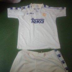 Coleccionismo deportivo: EQUIPACION ANTIGUA DEL REAL MADRID DE KELME, PUBLICIDAD TEKA, CAMISETA Y PANTALON. Lote 103735019