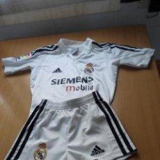 Coleccionismo deportivo: EQUIPACION REAL MADRID DE FUTBOL PERSONALIZADO. Lote 109494127