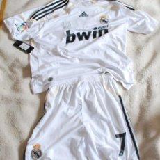 Coleccionismo deportivo: CAMISETA + PANTALON DEL REAL MADRID - RAUL DORSAL 7. ADIDAS. BWIN.COM TALLA L.. Lote 114212671
