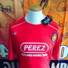 Coleccionismo deportivo: CAMISETA FUTBOL R.C.D MALLORCA 2009-2010 PUBLICIDAD PEREZ. Lote 115695103