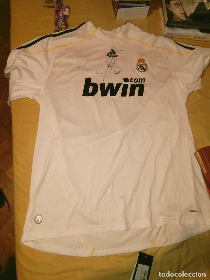 CAMISETA OFICIAL FIRMADA DE RAUL GONZALEZ BLANCO REAL MADRID, NUEVA CON ETIQUETA, CON FIRMA (Coleccionismo Deportivo - Ropa y Complementos - Camisetas de Fútbol)