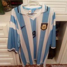 Coleccionismo deportivo: CAMISETA FUTBOL ARGENTINA DORSAL 9 BATISTUTA MARCA REEBOK. Lote 133264977