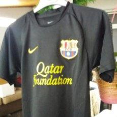 Coleccionismo deportivo: CAMISETA F.C. BARCELONA NIKE DRY FIT NUM 8 INIESTA. Lote 136359646