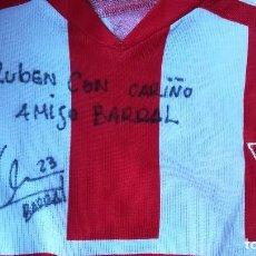 Coleccionismo deportivo: ENVÍO GRATIS. CAMISETA SPORTING DE GIJÓN FIRMADA POR BARRAL. Lote 137313422