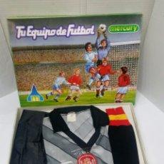 Coleccionismo deportivo: EQUIPO PORTERO FÚTBOL SELECCIÓN ESPAÑOLA. AÑOS 70-80. MERCURY. NUEVO EN CAJA.NIÑO.TALLA 4. ESPAÑA. Lote 139708462