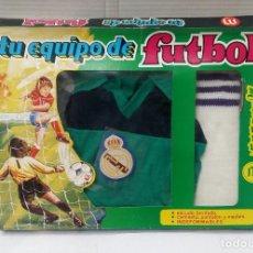 Coleccionismo deportivo: EQUIPO PORTERO FÚTBOL REAL MADRID. AÑOS 70-80. MERCURY. NUEVO EN CAJA. NIÑO. TALLA 1.. Lote 139750338