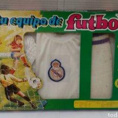 Coleccionismo deportivo: EQUIPO JUGADOR FÚTBOL REAL MADRID. AÑOS 70-80. MERCURY. NUEVO EN CAJA. NIÑO. TALLA 1.. Lote 139751474