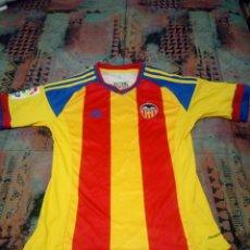 Coleccionismo deportivo: CAMISETA VALENCIA CLUB DE FUTBOL SENYERA OTAMENDI 2015. Lote 143089038