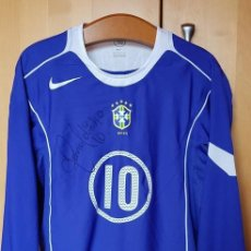 Coleccionismo deportivo: FC BARCELONA BRASIL 2004 CAMISETA JUGADOR MATCH UN WORN SHIRT RONALDINHO #10 FIRMADA. Lote 154959338