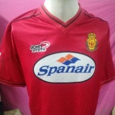 Coleccionismo deportivo: CAMISETA FUTBOL ORIGINAL JHN SMITH CLUB DEPORTIVO MALLORCA 2000-2001 SPANAIR R.C.D.MALLORCA. Lote 169900840