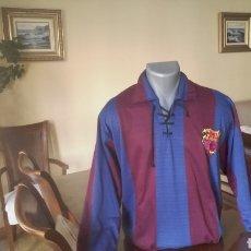 Coleccionismo deportivo: CAMISETA FC BARCELONA. REPLICA 1920. TALLA L. CORDONES.. Lote 176401734
