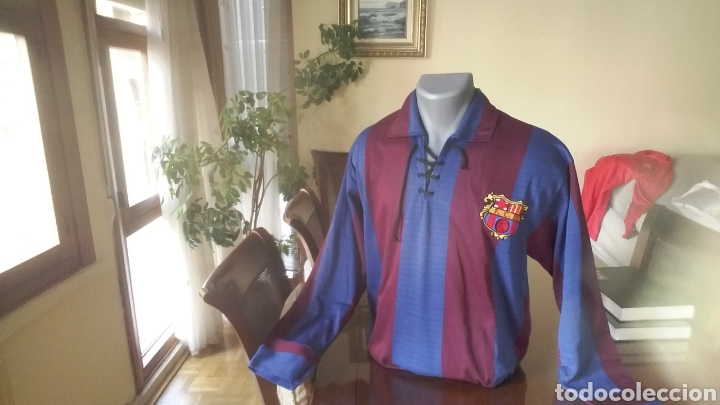 FC BARCELONA. REPLICA 1920. TALLA L. CORDONES Y ESCUDO ÉPOCA. (Coleccionismo Deportivo - Ropa y Complementos - Camisetas de Fútbol)