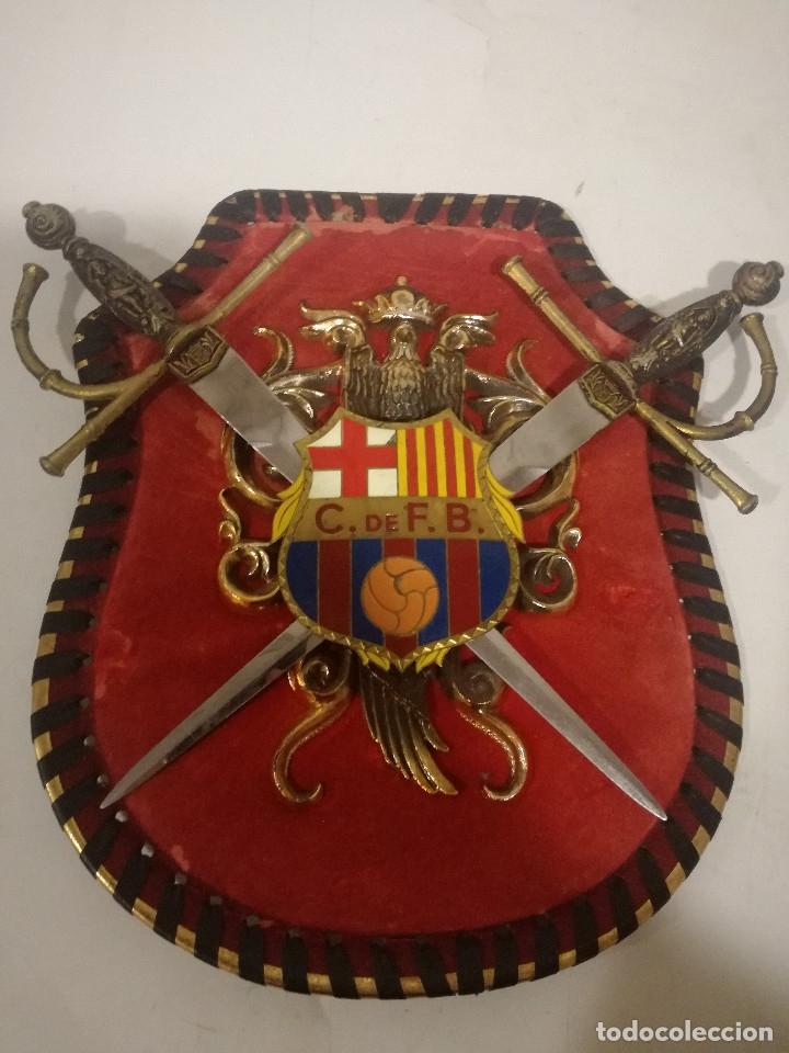 1970 ESCUDO DE ARMAS MILITAR FRANCO CF BARCELONA FUTBOL FOOTBALL WEAPON COAT OF ARMS (Coleccionismo Deportivo - Ropa y Complementos - Camisetas de Fútbol)