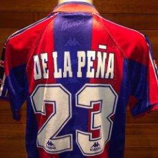 Coleccionismo deportivo: CAMISETA FC BARCELONA 1996/97 LFP HOME MATCH WORN SHIRT #23 DE LA PEÑA - KAPPA. Lote 182910418