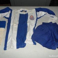 Coleccionismo deportivo: PRECIOSO EQUIPO DE FUTBOL INFANTIL AÑOS 60 DEL R.C.D. ESPAÑOL DE LA EMPRESA F.C MATARO. Lote 183623933