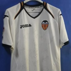 Coleccionismo deportivo: CAMISETA FUTBOL VALENCIA C.F 20 FIRMAS TEMPORADA 2009-2010. Lote 186336226