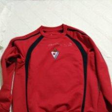 Coleccionismo deportivo: CAMISETA SUDADERA S.D. EIBAR ROJO Y NEGRO 64 X 50 FUTBOL. Lote 188765710