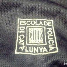 Coleccionismo deportivo: ESCUELA DE POLICÍA DE CATALUÑA. CHÁNDAL (PANTALONES Y CHAQUETA) EXCLUSIVO EN TC. Lote 195037863