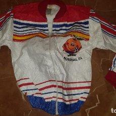 Collectionnisme sportif: ANTIGUO CHANDAL NARANJITO CHAQUETA - MUNDIAL ESPAÑA 1982 FUTBOL -- RETRO POP VINTAGE ¡¡MUY RARA!!. Lote 232732460