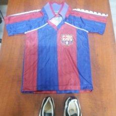 Coleccionismo deportivo: CAMISETA BARCELONA 1989 Y BOTAS DE FÚTBOL PARA NIÑO.. Lote 195675163