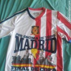 Coleccionismo deportivo: CAMISETA FÚTBOL FINAL COPA REY REAL MADRID ATLÉTICO DE MADRID 2013 CON ESCUDO ESPAÑA TALLA M. Lote 209731488