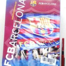 Coleccionismo deportivo: CAJA BOX FC BARCELONA CAMISETA + PANTALON OFICIAL FC BARCELONA MESSI 14 AÑOS R12. Lote 218204901
