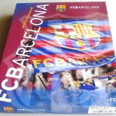 Coleccionismo deportivo: CAJA BOX FC BARCELONA CAMISETA + PANTALON OFICIAL FC BARCELONA TALLA 8 AÑOS R13. Lote 218204980
