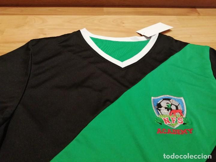 ORIGINAL | FÚTBOL | TALLA M| CAMISETA NEW FOREST SOCCER ACADEMY (INGLATERRA) NUEVA (Coleccionismo Deportivo - Ropa y Complementos - Camisetas de Fútbol)