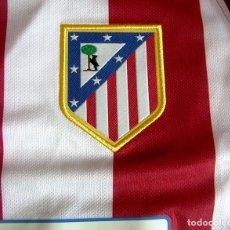Coleccionismo deportivo: CAMISETA FUTBOL DEL ATLETICO MADRID - EDICION ESPECIAL ANIVERSARIO VICENTE CALDERON. TALLA M - NUEVA. Lote 244436865