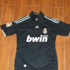 Coleccionismo deportivo: CAMISETA DEL REAL MADRID OFICIAL TEMPORADA 2009 2010.SEGUNDA EQUIPACIÓN, DOBLE ESCUDO.TALLA S.. Lote 246574270