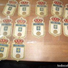 Collectionnisme sportif: ANTIGUOS ESCUDOS TELA PARA CAMISETA OVIEDO FUTBOL CLUB OFC 8 CMS 12 ESCUDOS. Lote 253433200