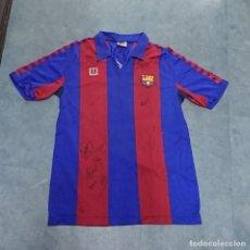 Coleccionismo deportivo: CAMISETA F. C. BARCELONA FIRMADA POR DIEGO ARMANDO MARADONA Y PLANTILLA TEMPORADA 83- 84. Lote 254538940