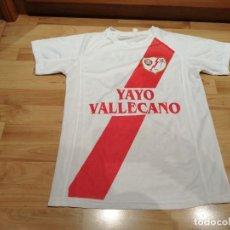 Coleccionismo deportivo: CAMISETA SUPPORTER RAYO VALLECANO 3ª EDAD (YAYO VALLECANO) EXCLUSIVA MUNDIAL TC. Lote 260463905
