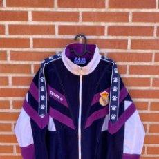 Coleccionismo deportivo: CHAQUETA FUTBOL ORIGINAL/OFICIAL REAL MADRID 1997. Lote 261552990