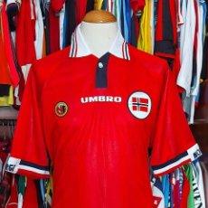 Coleccionismo deportivo: SELECCION NORUEGA NORWAY 1998 HOME CAMISETA FUTBOL UMBRO. Lote 268947499